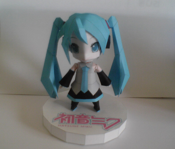 http://papercraft.wdfiles.com/local--files/papercraft%3Achibi-miku/Done.jpg